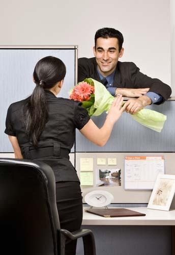 как скрыть роман на работе
