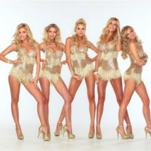 Блондинки всех стран, с праздником!